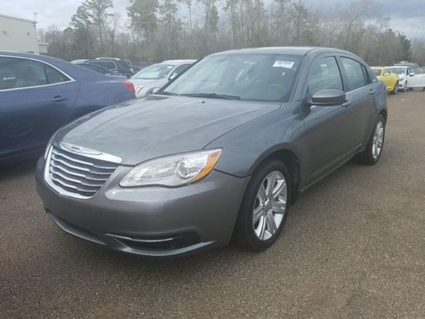 2013 Chrysler 200 Automatic 4 Cylinders Good Gas Mileage 90k Miles