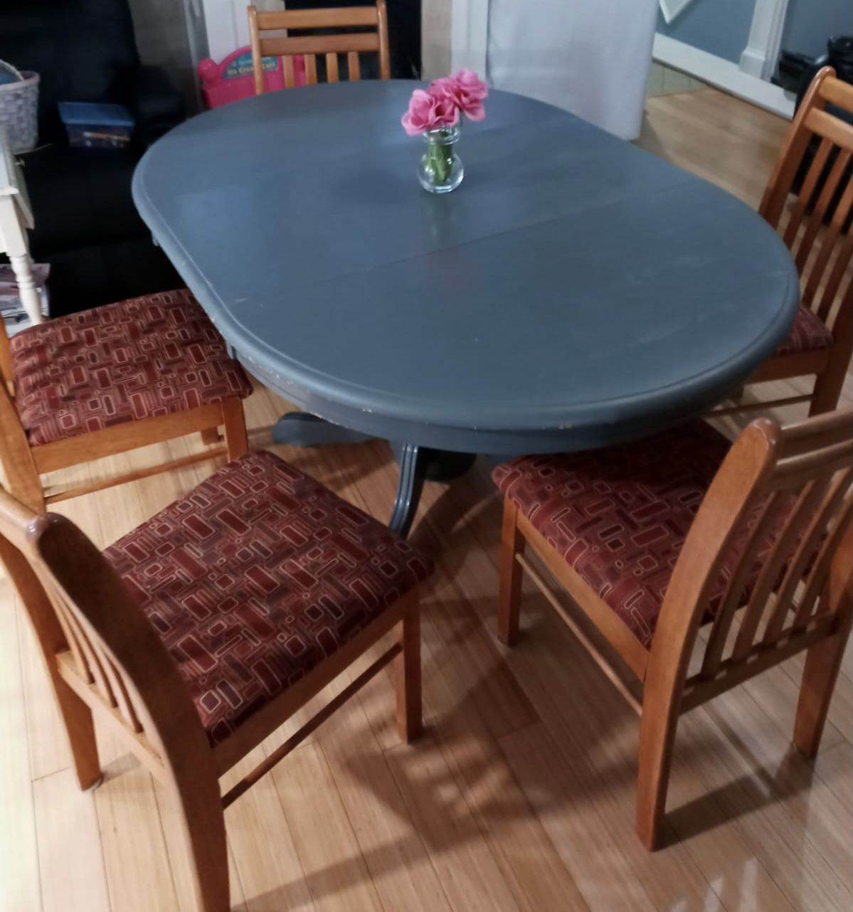 Beautiful Dining Set Table With 5 Chairs .