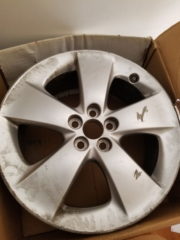 Selling my toyota oem 17 inch rims with tpms the rims has curb rash ...