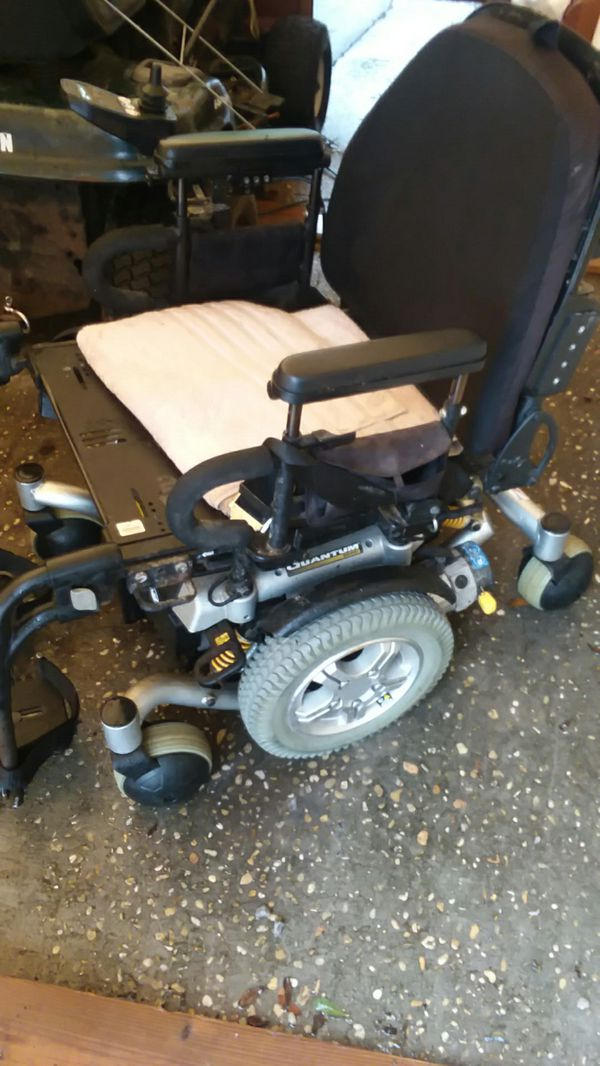 Electric wheelchair Quantum 6000z for Sale in Niceville, FL - OfferUp