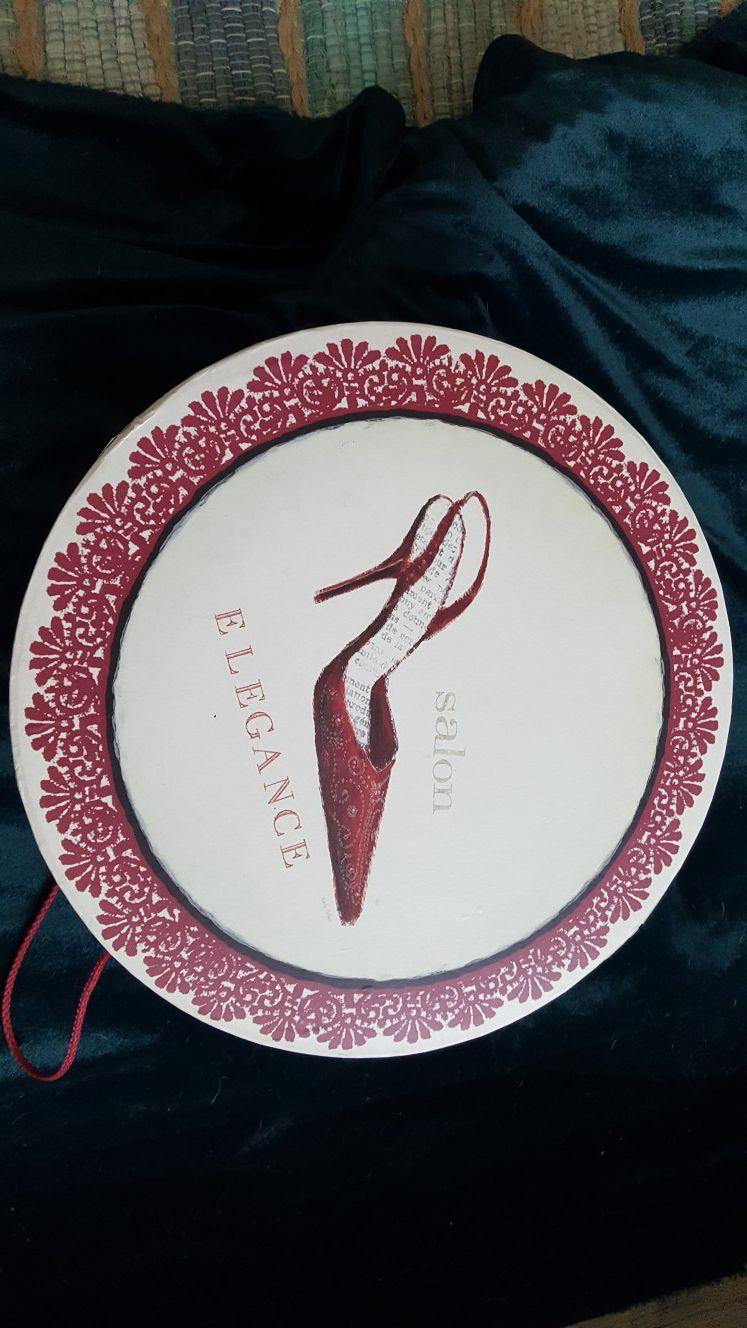 "Emily Adams Glamour Salon 15"" x 6.5"" hat box"