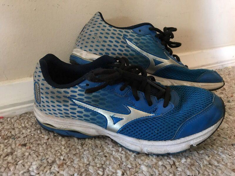 Mizuno boys running shoes 6.5