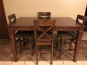 Photo Counter height table w/4 chairs w/cushion