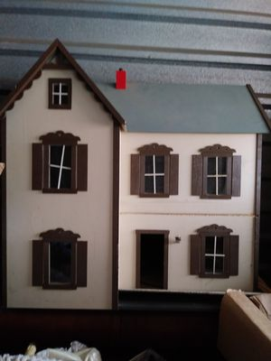 Vintage Dollhouse with furniture for Sale in Glen Burnie, MD