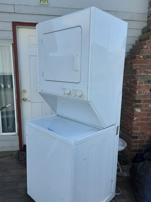 Photo Maytag stackable washer and dryer