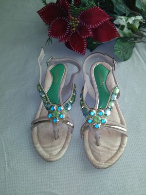 Brand New Beautiful Sandal , girl's size 5 ( never used ) for Sale in Frederick, MD