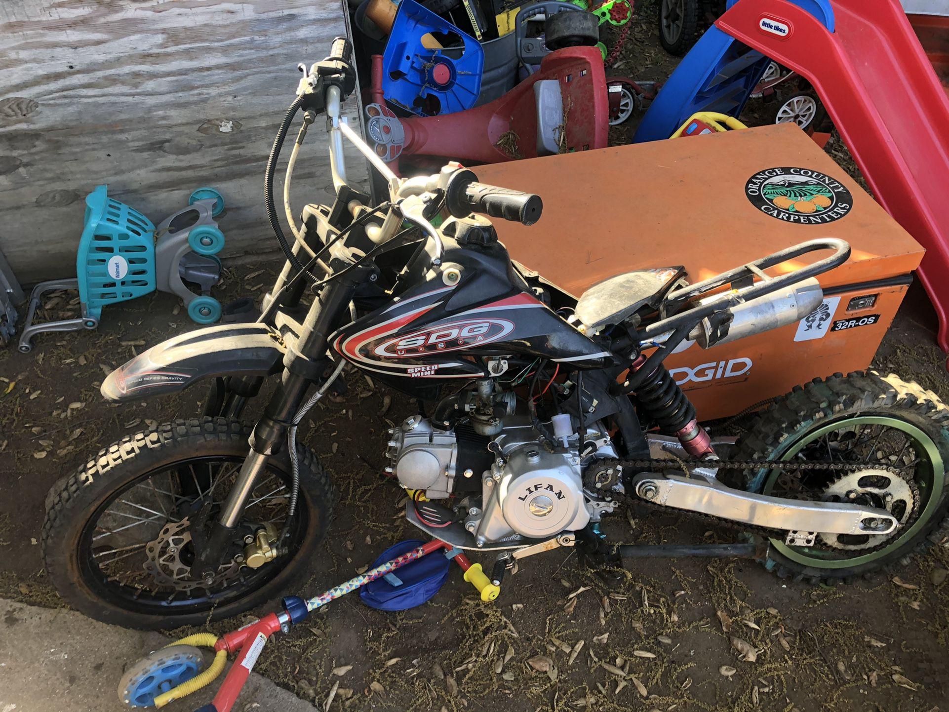 Photo 2 pit bikes sdg 125cc and lil 50cc