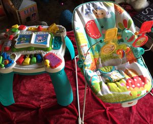 Photo Fisher Price baby bouncer chair and activity table