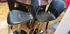 Photo Two bar chairs or island