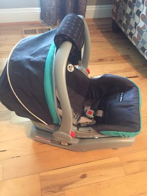 Photo Graco snug car seat and two bases