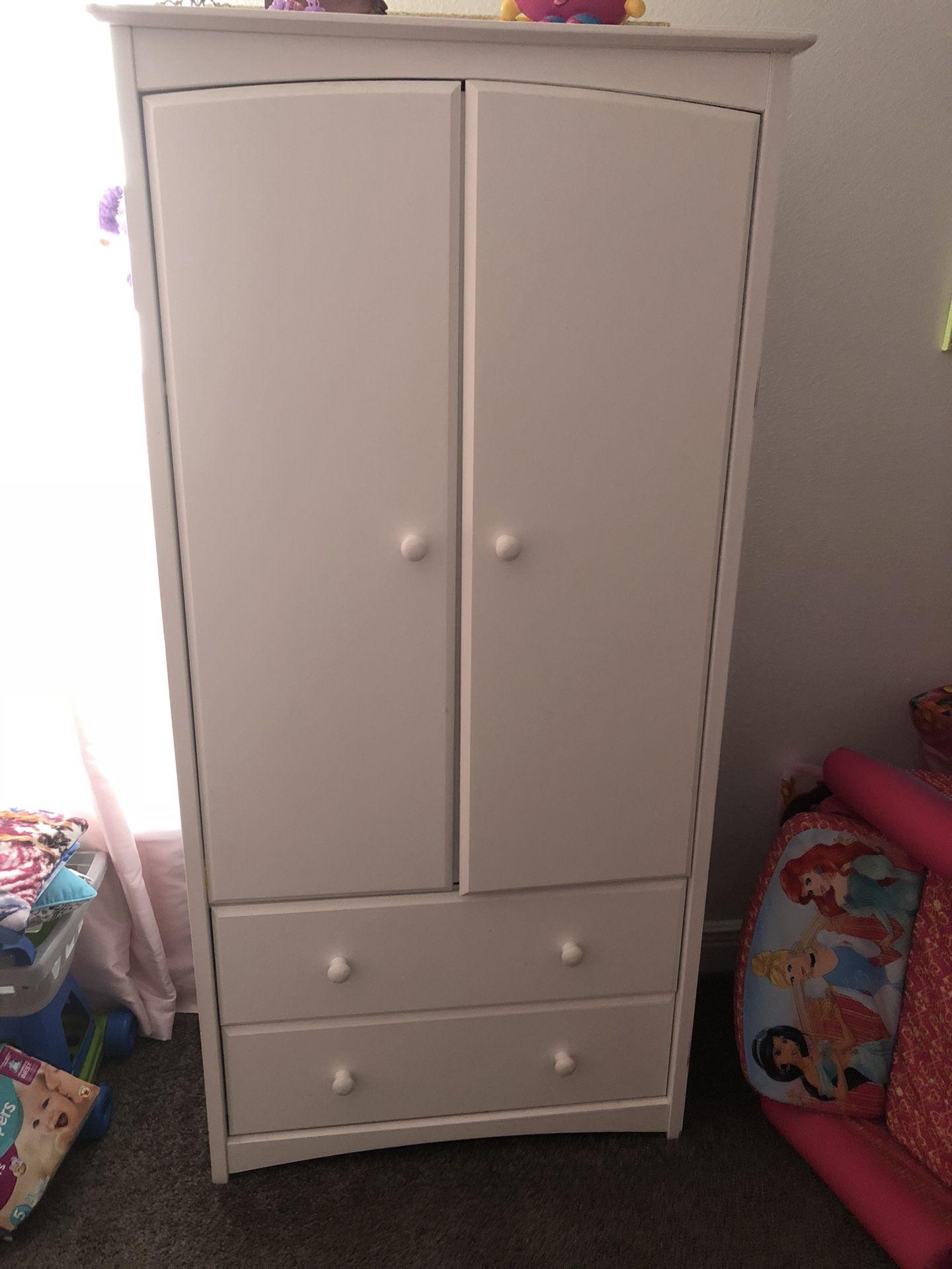 Kids armoire