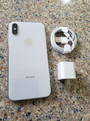Photo Unlocked iphone xs (not The plus) 64gb White, perfect conditions !!! price is firm !!!