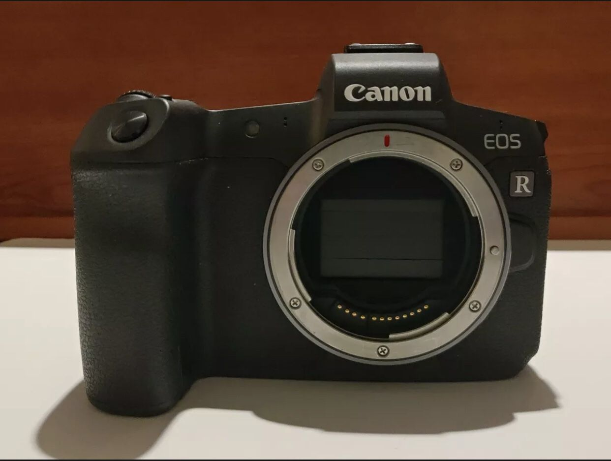Canon EOS R 30.3MP Digital Camera Body - Extra Battery -Low shutter count -NMint, The Camera Is In Good Condition ,Selling It Because Of An  Emergency