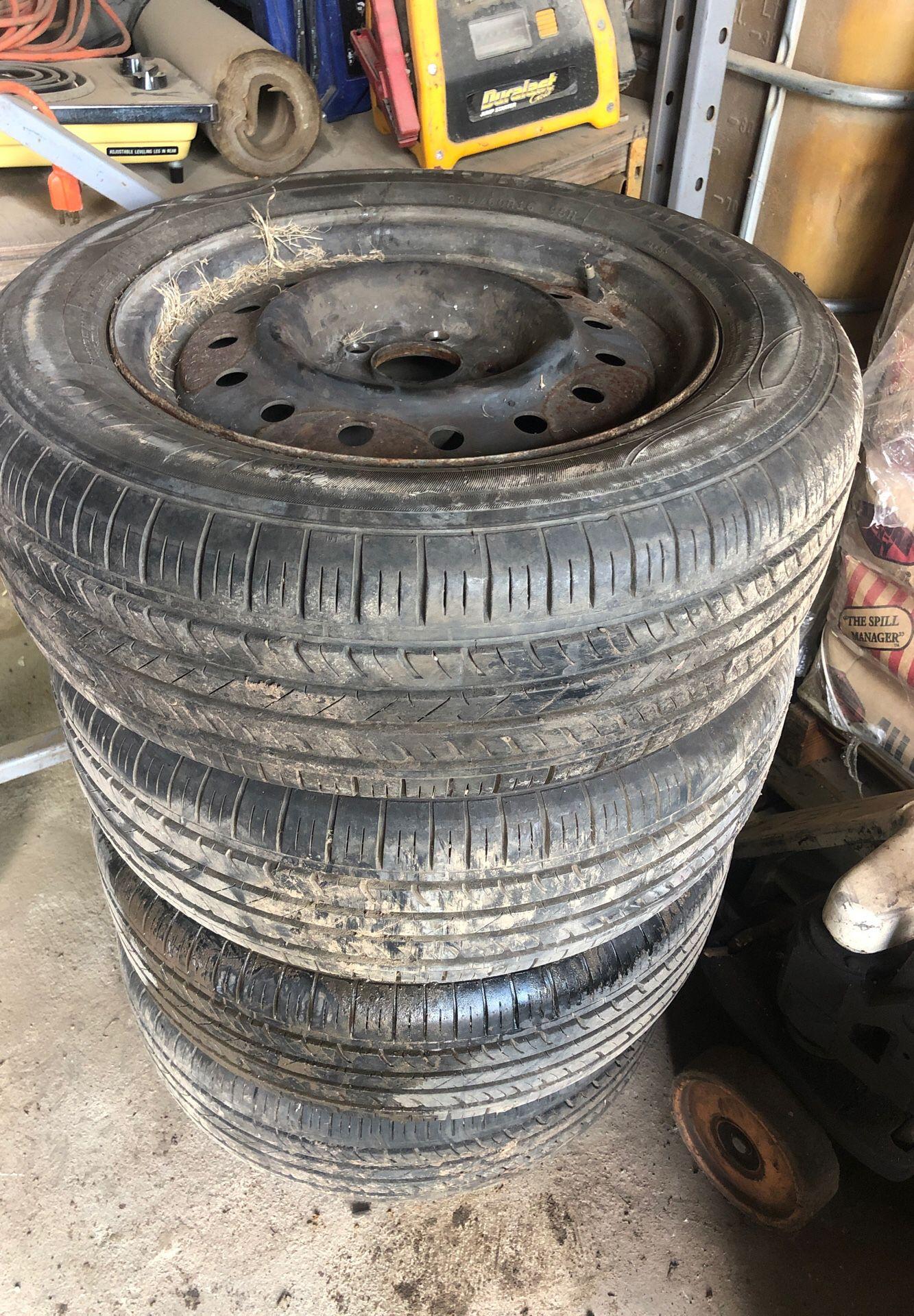 04 Nissan Altima. 215/60r16