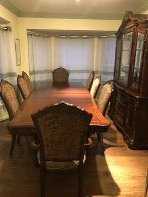 Like new 12 piece dining set with china cabinet asking $2250 for Sale in Frederick, MD