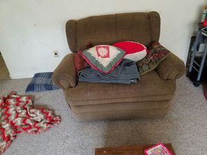 Chair and a half and couch that reclines for Sale in Midlothian, VA