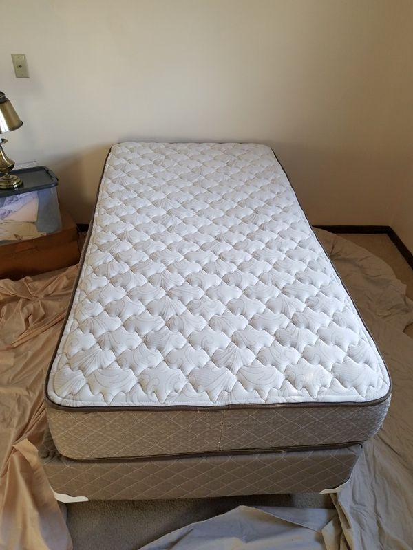 hampton and rhodes twin mattress Hampton & Rhodes Twin mattress & box slightly used for Sale in  hampton and rhodes twin mattress