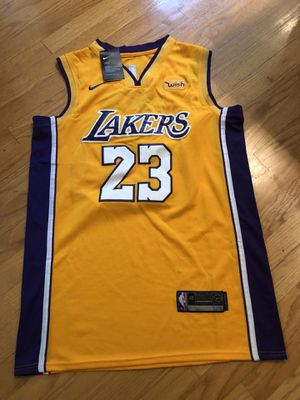 a3c71555d17 Lebron James lakers jersey men s medium new with tags for Sale in Mill  Creek