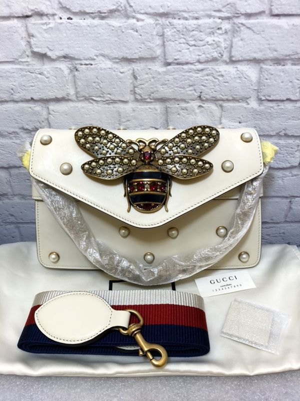 8f19409223c286 Gucci broadway bee clutch bag crossbody for Sale in Fairview, NJ ...