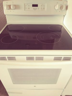 White stove 6 months old for Sale in Orlando, FL