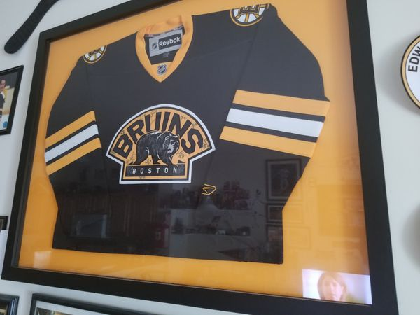 separation shoes d2635 d3dbc 2010-2011 Boston Bruins Signed Jersey Custom-Framed for Sale in Foxborough,  MA - OfferUp