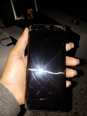 Samsung Galaxy S8 screen can be fixed but works perfect also comes with phone case for Sale in Suitland, MD