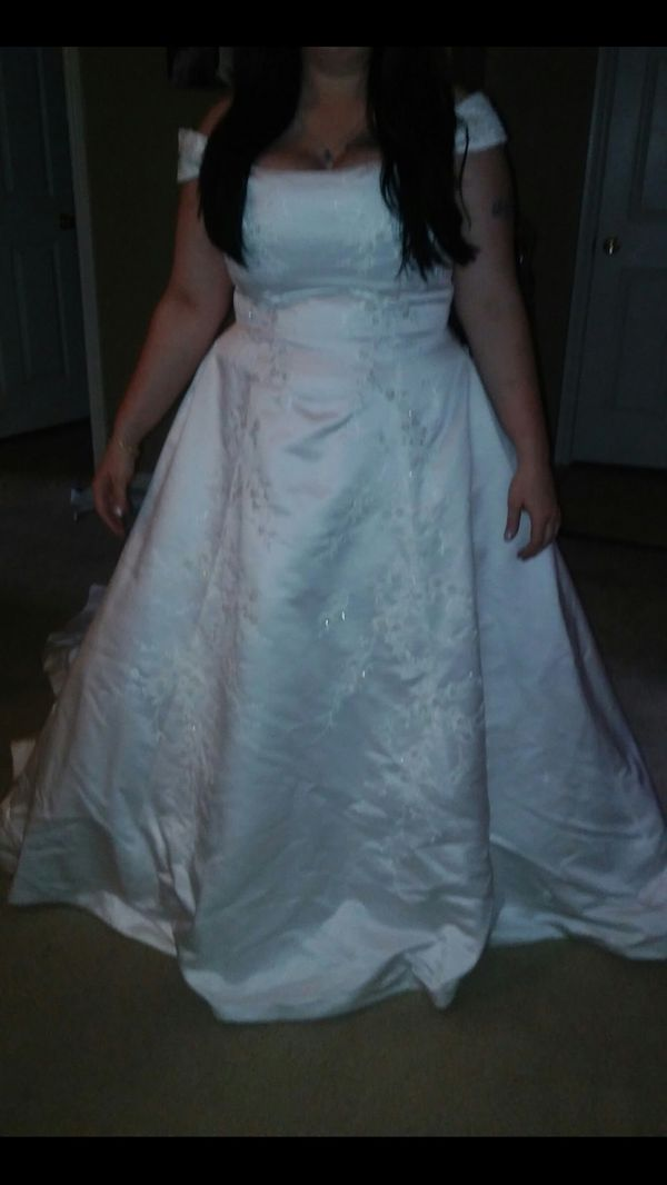 Wedding Dress size 18/22 able to be altered for Sale in Fenton, MO ...