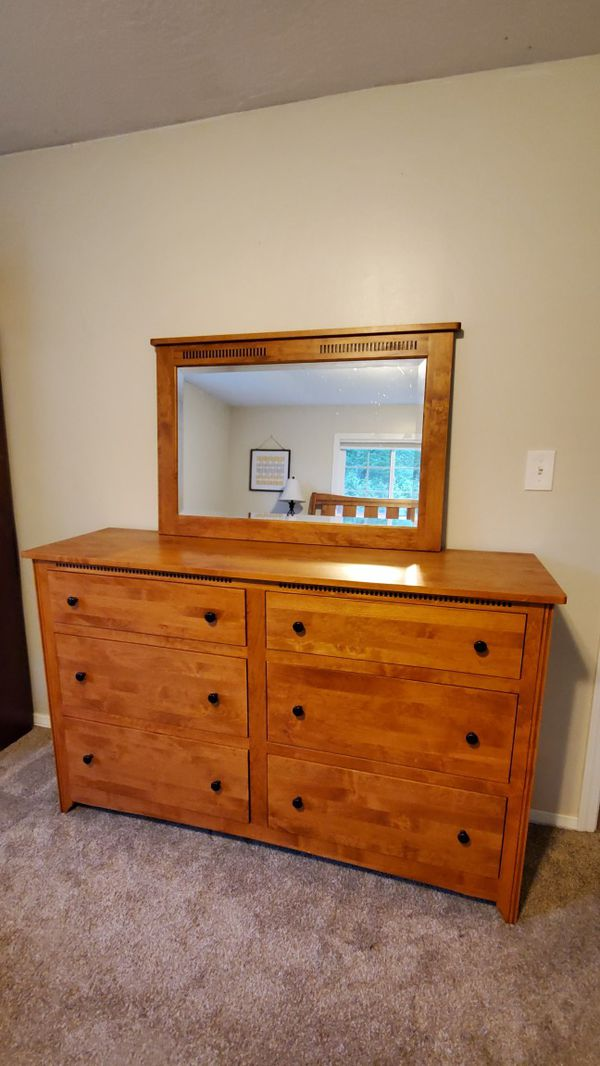 Queen mission style bedroom set for Sale in Acme, WA - OfferUp
