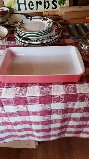 Vintage Pink PYREX casserole dish for Sale in Farmville, VA