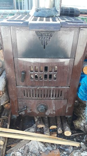 Photo Vernois-Wood/Coal Stove