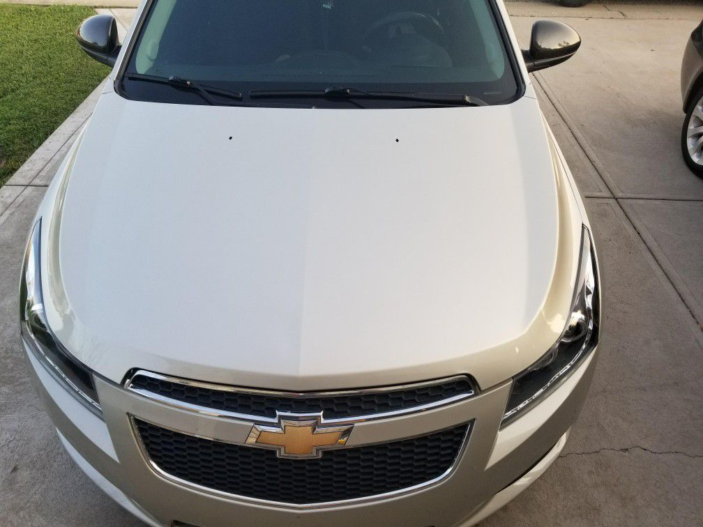 Hood only off 2014 chevy cruze LT