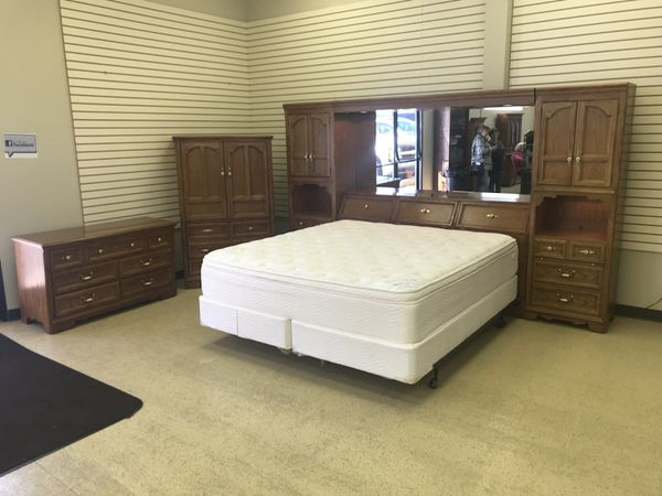 Thomasville King Size Wall Unit Bedroom Set (Furniture) in ...