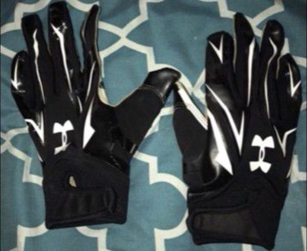 Football gloves youth small for Sale in Buena Park 2e8e531b3