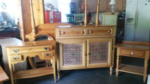 Like new solid wood queen bedroom set for Sale in Silver Spring, MD