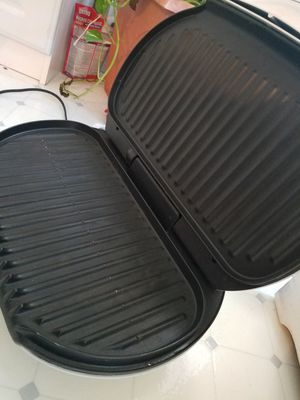 George Foreman grill Excellent condition family size for Sale in Manassas, VA