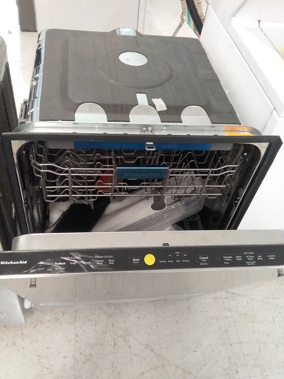 Kitchenaid dishwashers stainless steel new scratch and dents good condition 6 months warranty