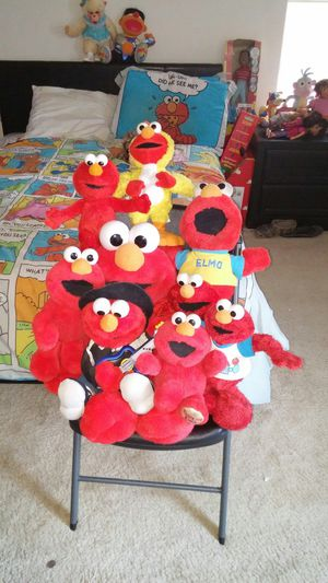 Photo HUGE LOT OF FISHER PRICE ELMO'S JUMBO TICKLE YMCA CHICKEN COUNTRY TOSS & TICKLE HOKEY POKEY LOVES YOU SURPRISE