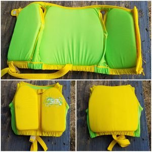 Toddler/child life vest (Fluid) for Sale in Tacoma, WA