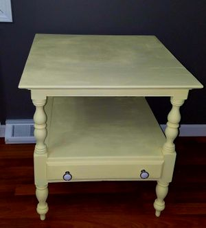 End table (light yellow) for Sale in OH, US
