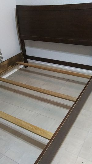 Photo Cherry wood full size bed