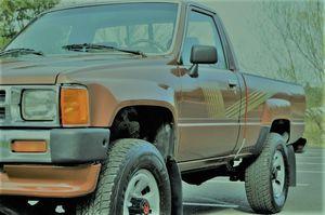 1987 TOYOTA PICKUP 4X4 2-DOOR REGULAR CAB ONLY 136,299 MILES ORIGINAL MILES!!! for Sale in Warrenton, VA