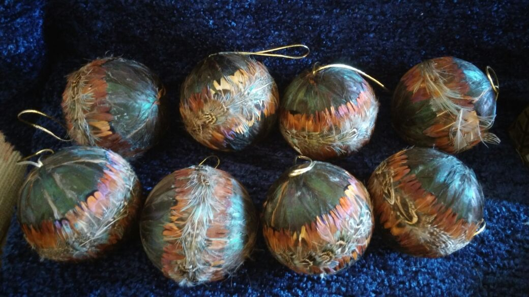 8 feathered hanging balls
