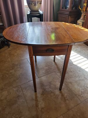 Photo Antique double drop leaf table