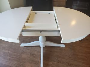 Photo White Round table