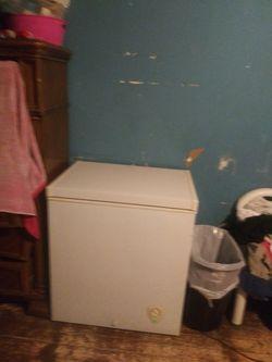 Freezer 125 kitchen sink 50 must pick up in Brownsville ASAP Thumbnail