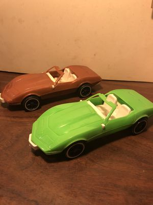 Photo Vintage plastic cars. 2 vett's. 1 camaro z-28. . 10.00 each or 25.00 for all. U p u