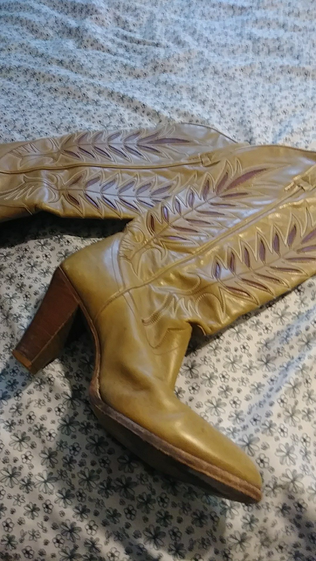 Size 9 Vintage Cowgirl Boots