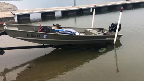 Boat 2019 and trailer 1999 good condition as new, i have title in hand, comes with everything in the