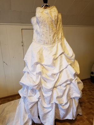 Beautiful Wedding Gown and All Accessories for Sale in Baltimore, MD