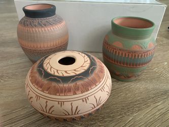 Navajo pottery vases Thumbnail